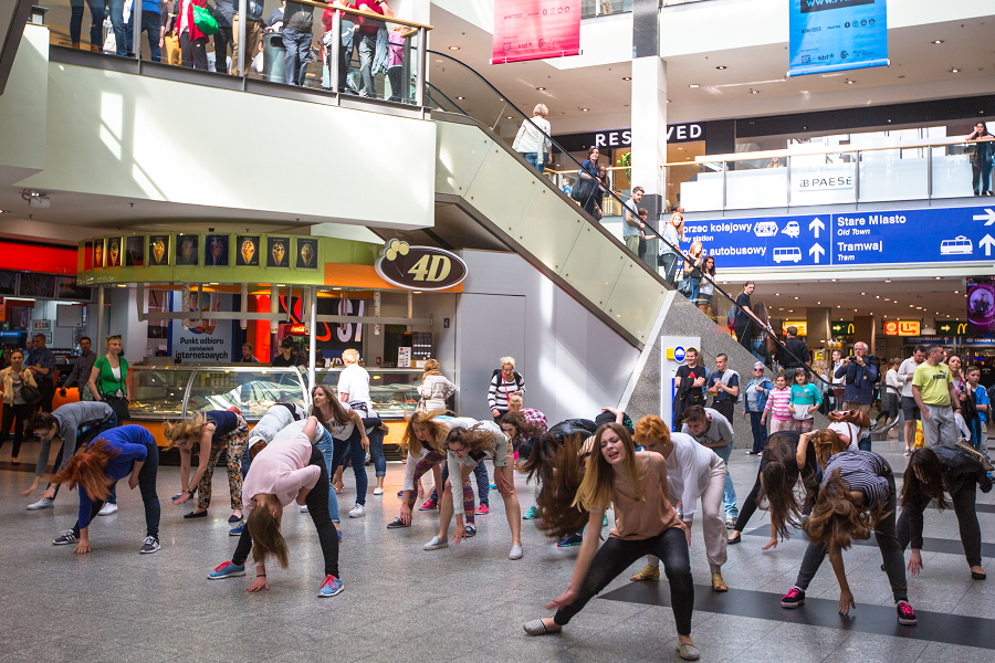 Flash Mob Organizer Create Dance That Surprise Your Guest At Shopping Malls