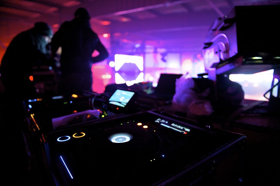 Disc Jockey tune your event ambiance